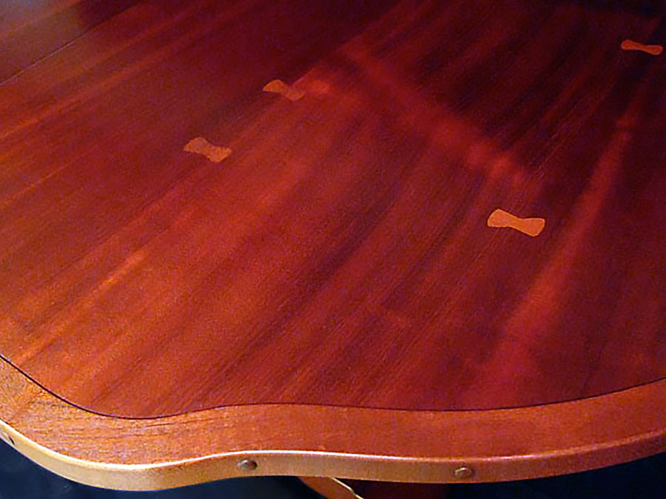 ROBINSON DINING TABLE DETAIL