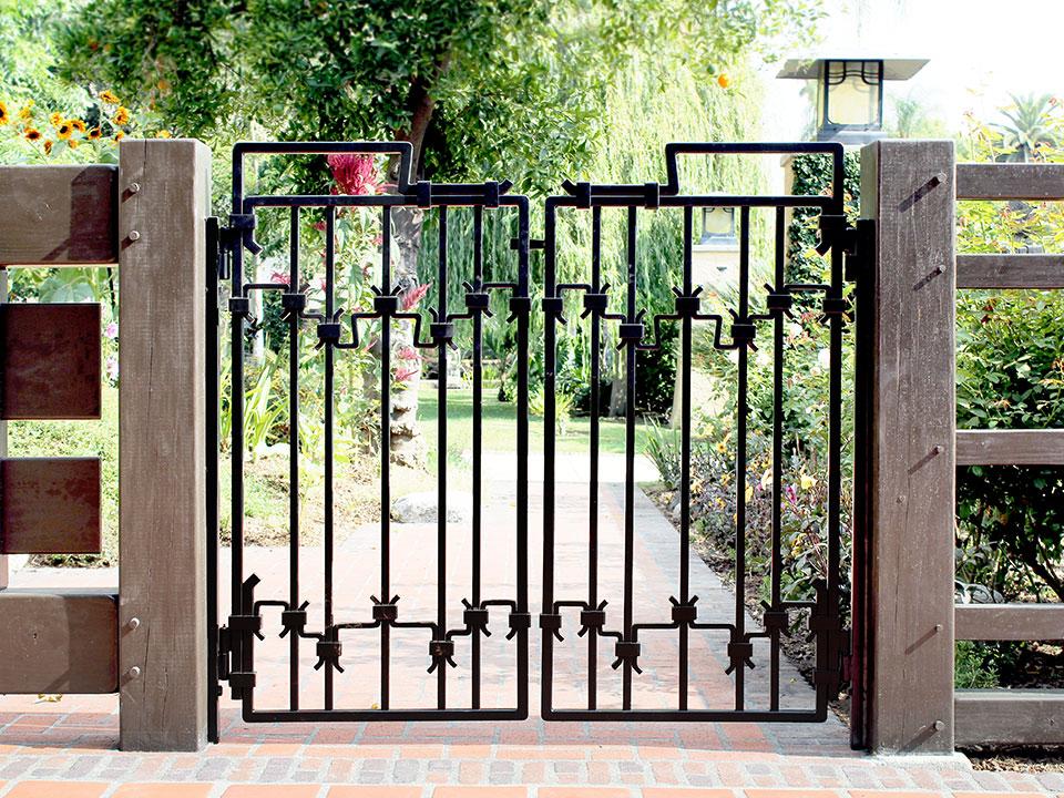 ROBINSON GARDEN GATES