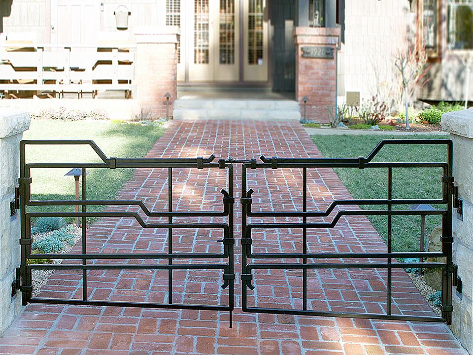 LAGUNA ENTRY GATES